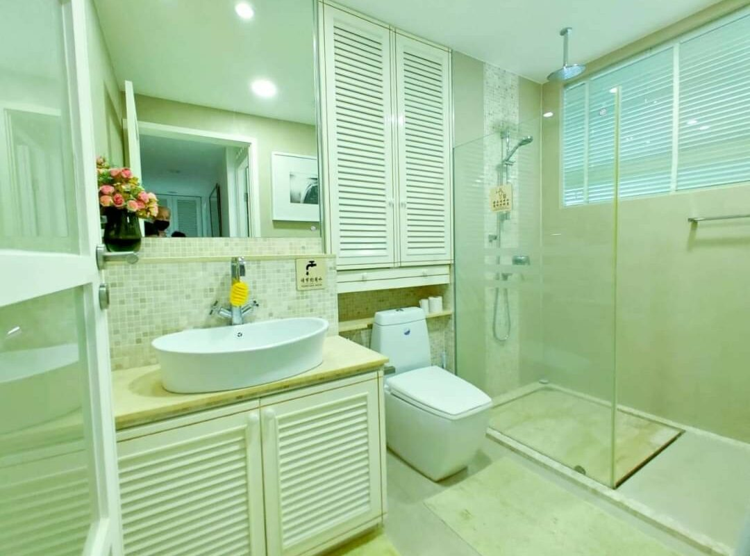 Apartment Beach Front with Pool, Patong